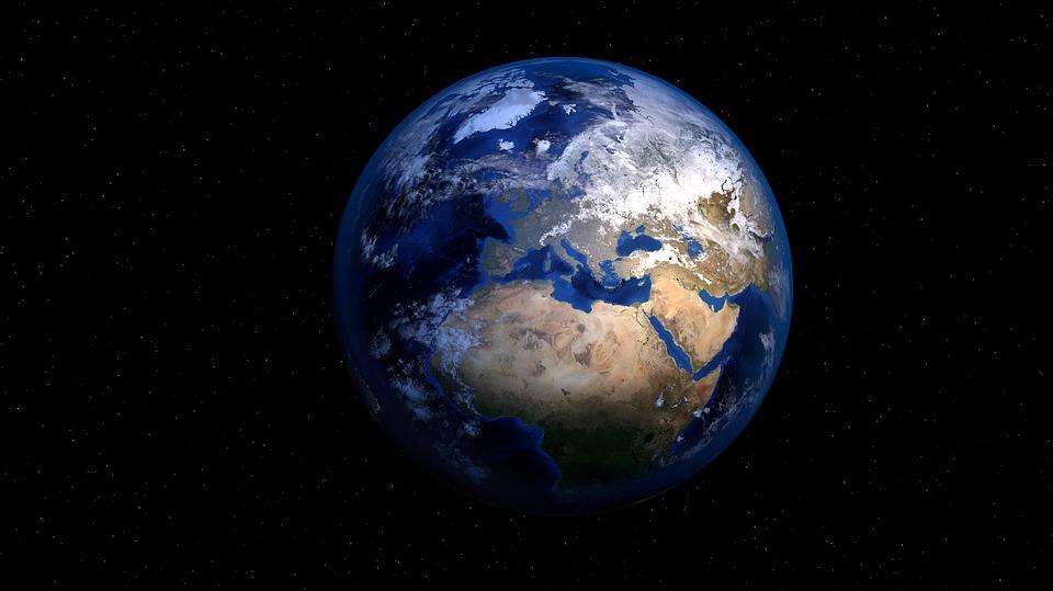О скрытой материи, космическом углероде и условиях возникновения жизни на Земле